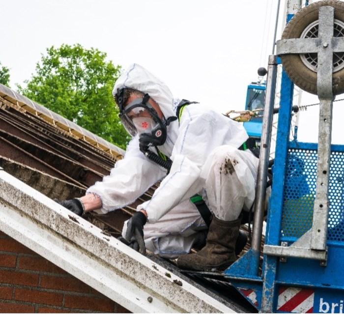 Pasinaudokite parama asbestinių stogų dangos keitimui
