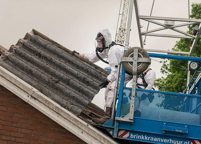 Modernizacja starego dachu pokrytego materiałami z azbestem
