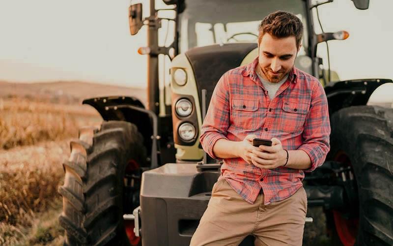 farmer_tractor800_500H_1.jpg